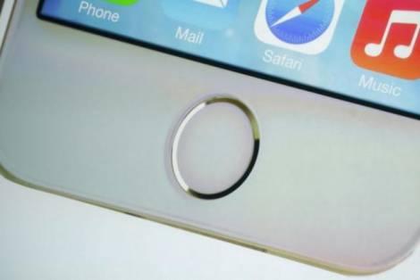 """Будущие """"iPhone"""" не дадут посторонним себя использовать"""