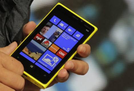 «Nokia Lumia 928» получит алюминиевый корпус и двойную вспышку