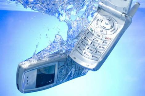 Как спасти «утонувший» телефон?