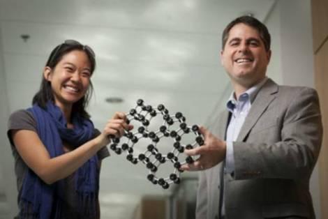 Тоньше не бывает - учёные создали тончайшее стекло в мире