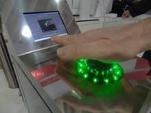 Расплачиваемся взмахом руки - новая уникальная технология оплаты покупок